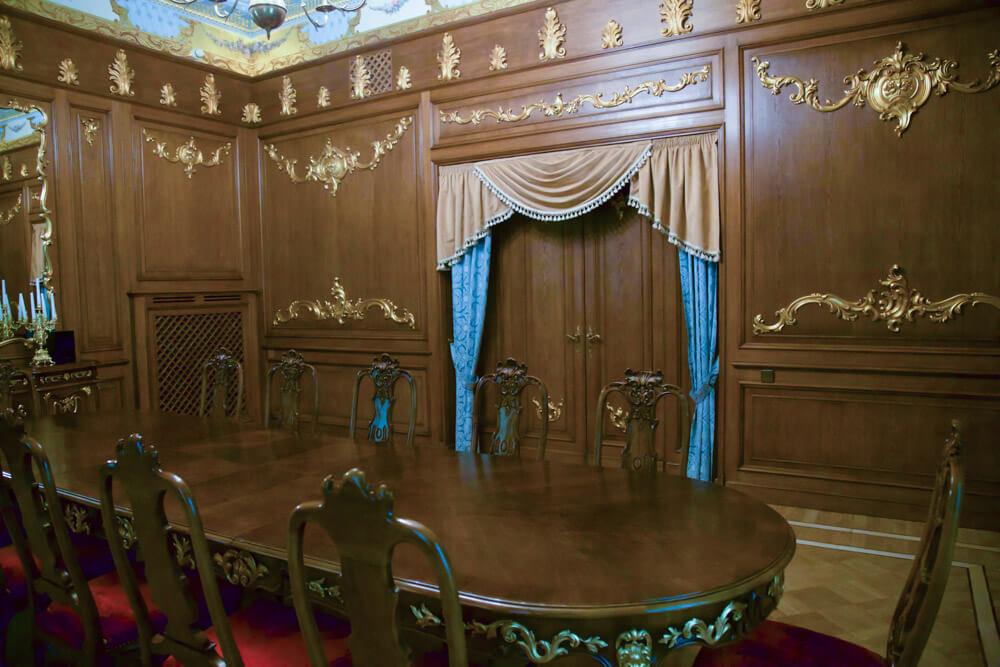 Комната переговоров в усадьбе Морозовка