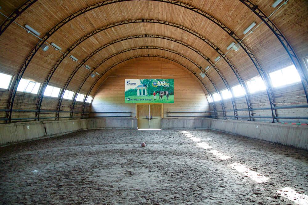 Крытый манеж для лошадей в Парк Отеле Подмосковье