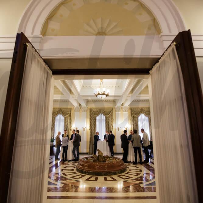 Конференция и кофе брейк в холле