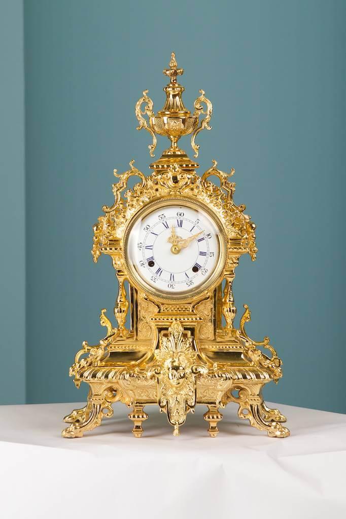 Старинные часы в интерьере Усадьбы Морозовка