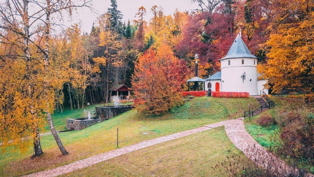 Парк отель Морозовка осенью